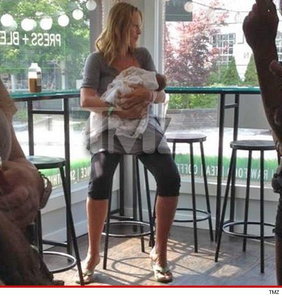 Ума Търман показа малкото си бебе