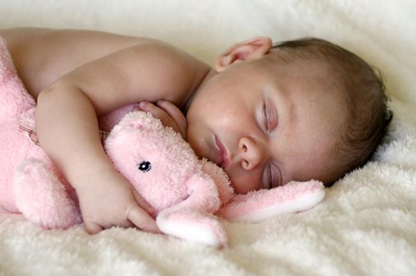 дете спи