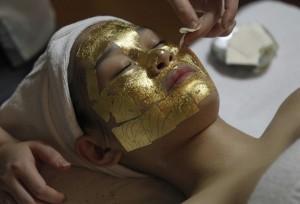 злато маска