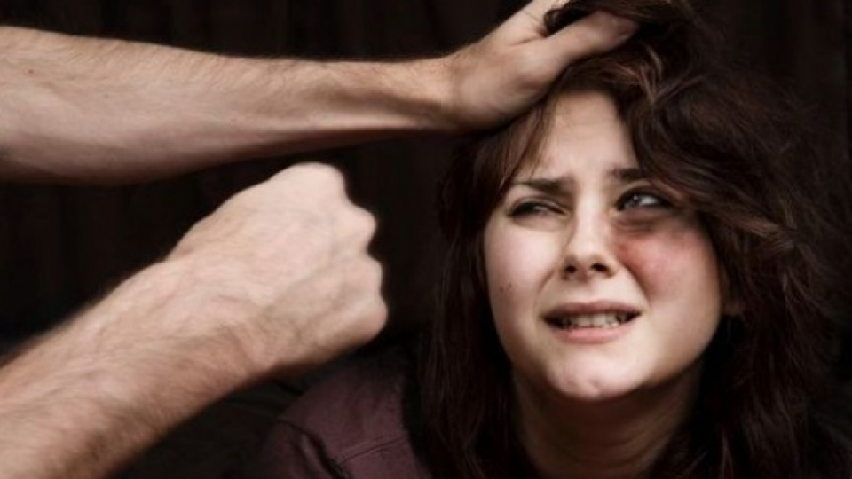 Бихте ли помогнали на жена, ако чувате как мъжа й я пребива