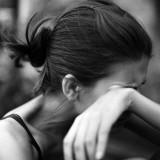 жена плаче