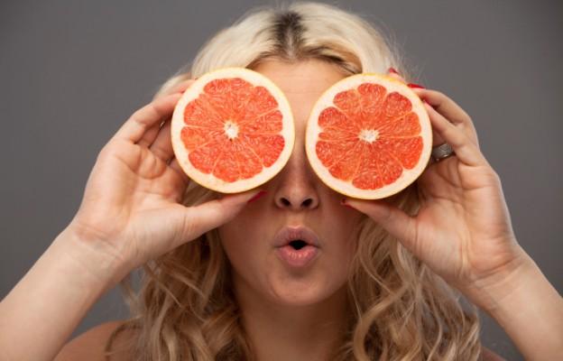 Сокът от грейпфрут е чудесно средство за премахване на петна по кожата