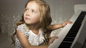 дете пиано