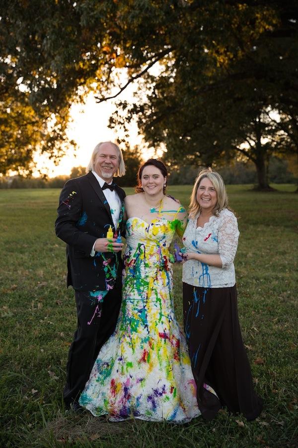 цветна булчинска рокля