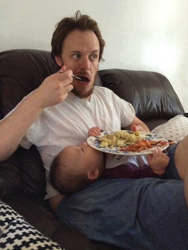 татко гледа децата (19)