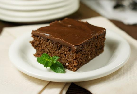 Шоколадов сиропиран кейк