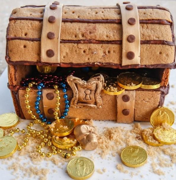 Ritz-Carlton_Amelia_Island_Christmas_gingerbread_treasure_chest