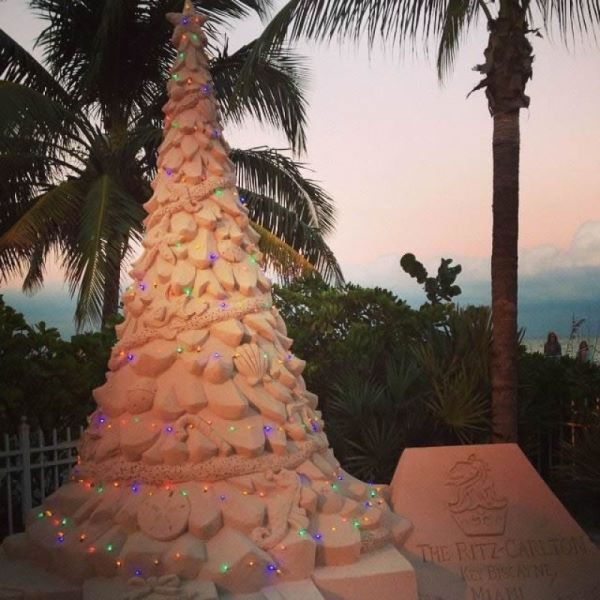 Ritz-Carlton_Key_Biscayne_Christmas_tree_sand