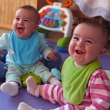 0 twin_babies_react_to_daddy_coming_home_featured