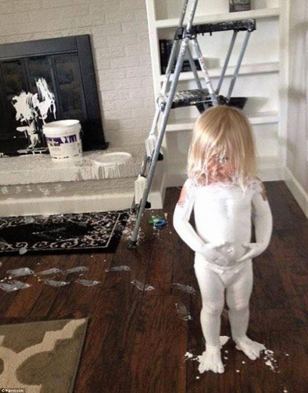 3203442700000578-3483248-Going_as_a_ghost_for_Halloween_This_little_girl_decided_to_cover-m-52_1457528116157