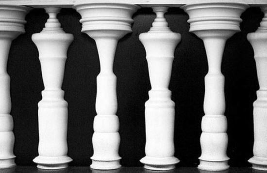Човешки тела или шах фигури