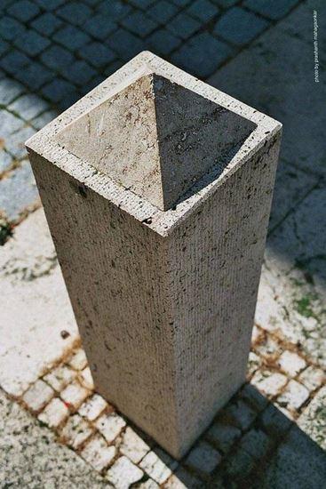 Изпъкнала пирамида или вдлъбнат цилидър