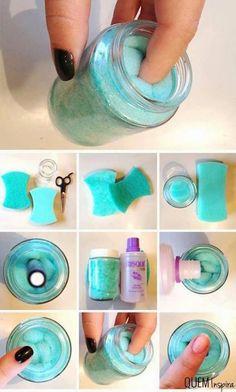 Почистете тъмните плътни цветове лак с лакочистител в бурканче