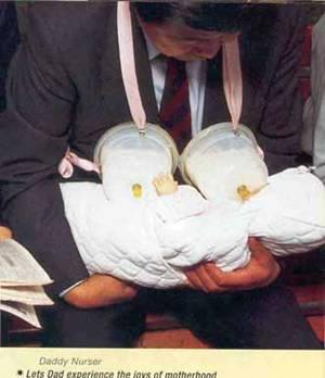 Сутиен с шишета за мляко за кърмене на бебета от таткото