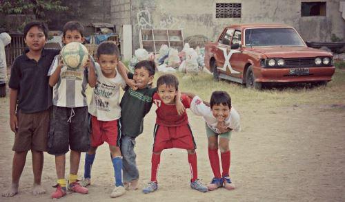 Малки футболисти в Джокякарта