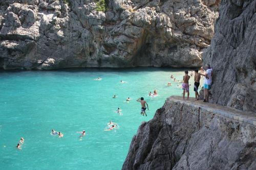 Скачане във водата