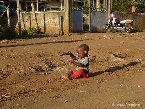 Уганда, игра в пясъка