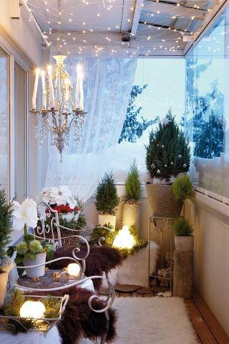 cool-christmas-balcony-decor-ideas-15