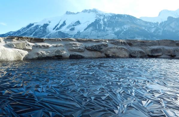 Замръзналото езеро в Швейцария