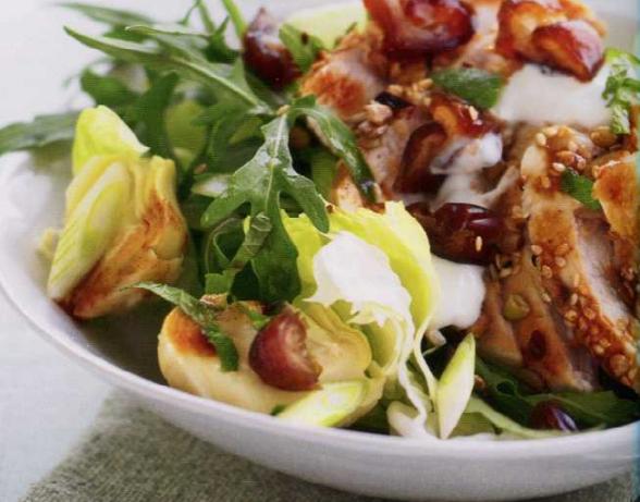 Печено пиле със салата