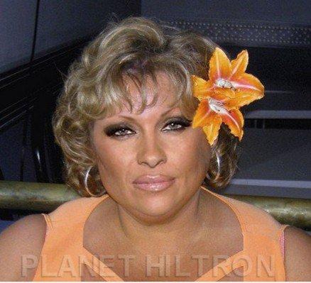 Памела Андерсън като мадам