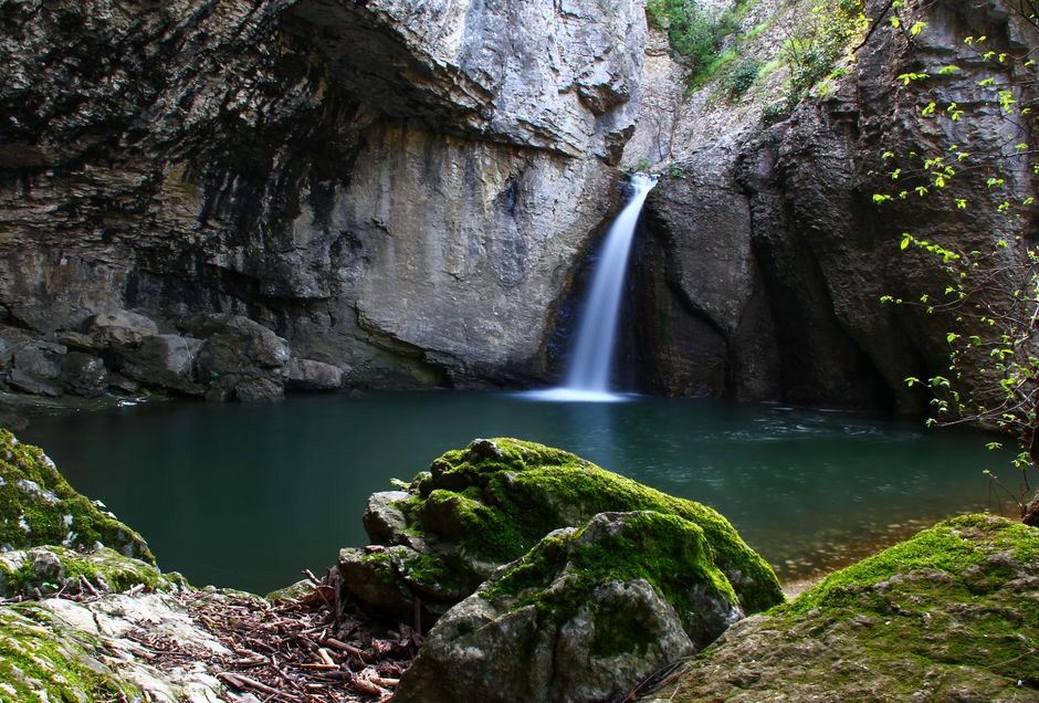 "Еменски водопад ""Момин Скок"""