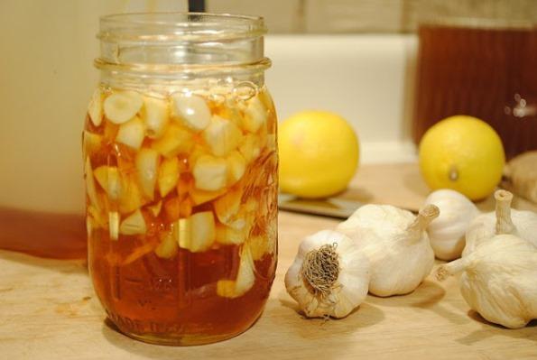 Мед и чесън за детоксикация на черния дроб