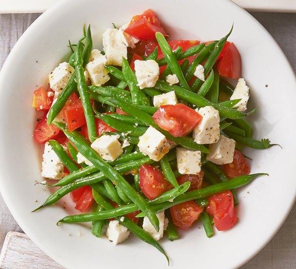 Салата домати, зелен фасул и сирене